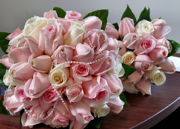 rose bouquet2: bride and bridesmaid's rose-bud bouquets