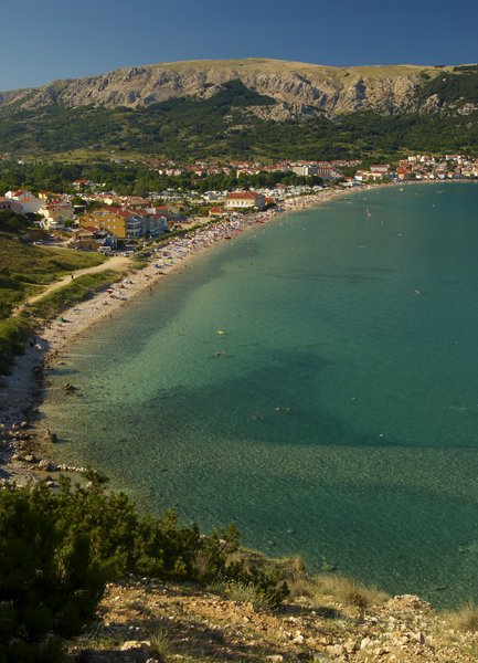 Baska Bay, Croatia: Beautiful Croatian beach from Hill called Bag. The beach is more than 3km long