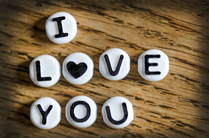 I love you: I love you beads valentines message