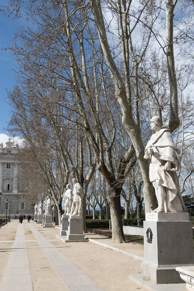 Avenue of statues