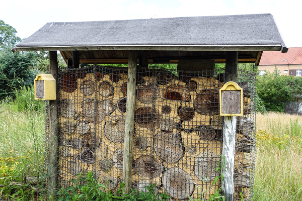 big insect hotel / nesting aid
