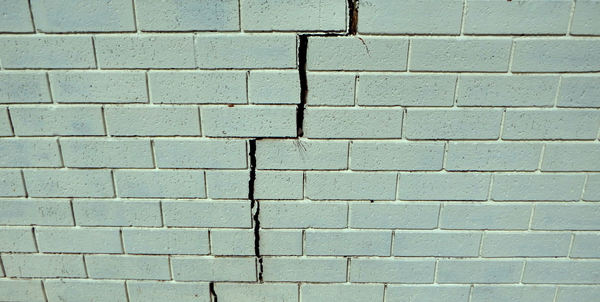 wall cracks2