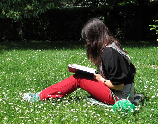 reading outdoors: none