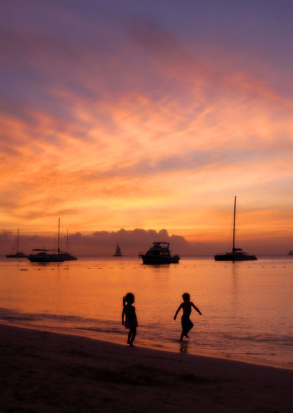 Sunset Beach: Children playing on the beach during sunset in Aruba