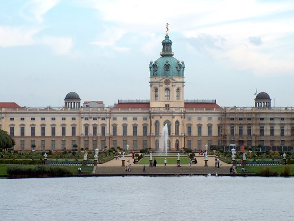 Pond and Charlottenburg Palace: Charlottenburg Palace in Berlin, Germany