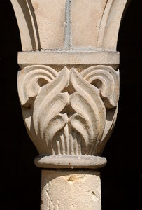 Romanesque capital  1: The crowning member of a column or a pilaster from medieval german church