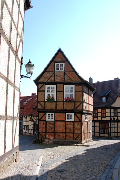 Quedlinburg - UNESCO world her: Building on the place called Finkenherd: legend says the royal crown was offered to the duke of Saxony Heinrich at this corner below the Stiftskirche St. Servatii.