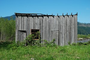 Forgotten Shed: Forgotten shed, Elbe, Washington, USA.