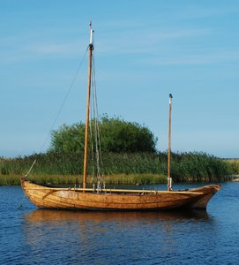 Wooden boat: Old Wooden sailing boat.