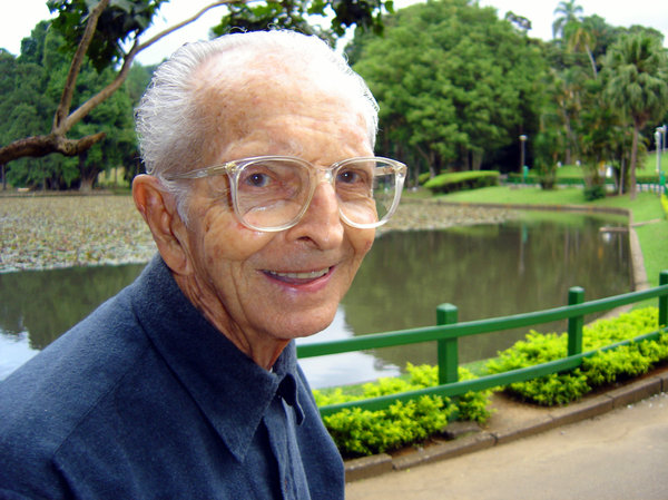 Oldsmiling: My grandfather happy in the park