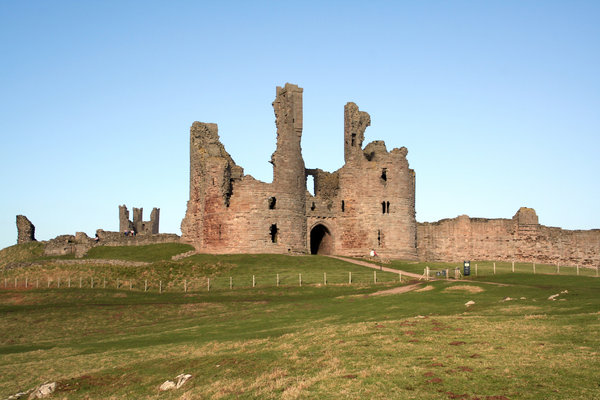 Dunstanburgh Castle: Massive ruined castle in an impressive coastal setting in northumberland, north east england