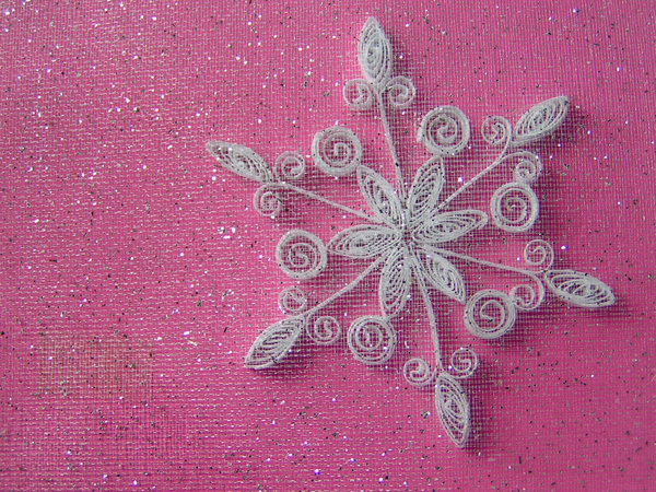 Quill snowflake: snowflake on gift box with glitter gauze