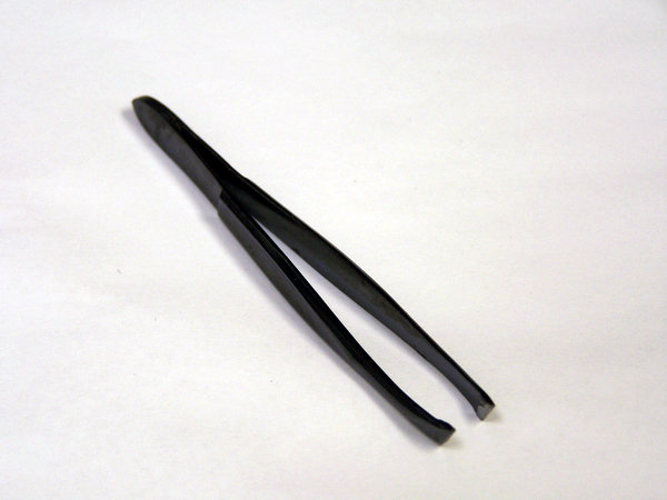 Tweezers: Grooming tool for plucking or tool for removing splinters
