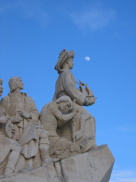 Discoveries Monument and Moon: Discoveries Monument and Moon
