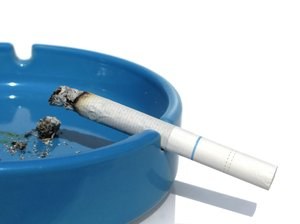 blue ashtray: none