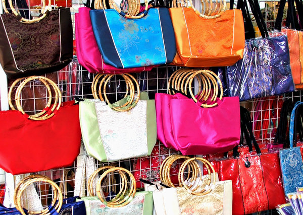 bright bags: brightly coloured carry bags from Asia