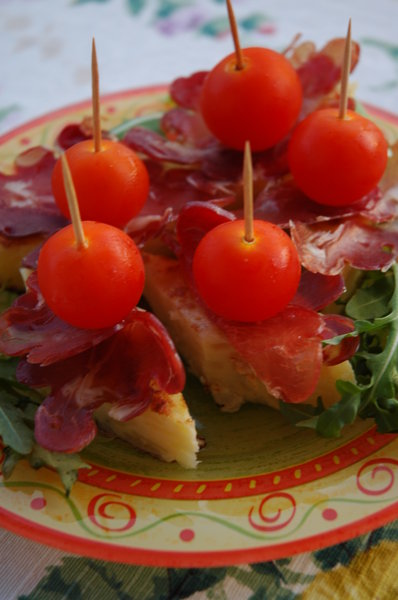 Frittatta: Frittatta with Parma ham and tomatoes or Tortilla as you wish