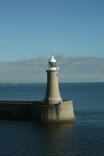 Lighthouse: lichthouse in harbour