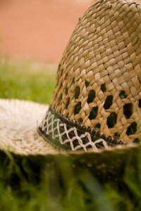 Strow Hat III: Strow hat in grass