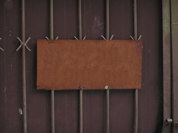 Information tablet: An information on the fence.