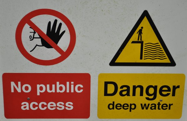 Danger deep water: no description