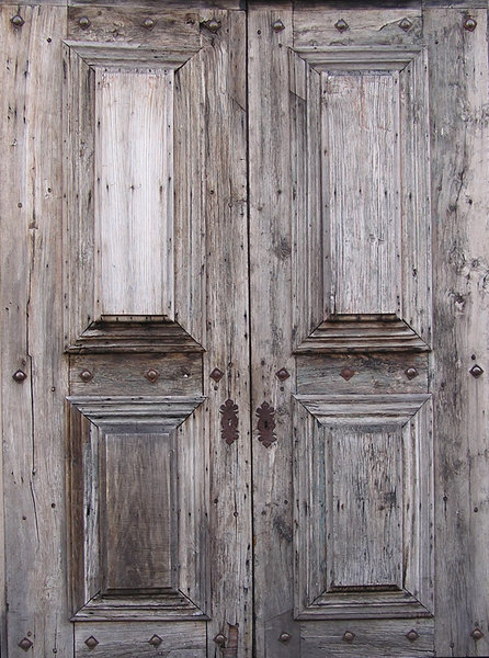 Wooden door: An old wooden door.