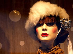 Winter mannequin: Lady mannequin dressed with hat