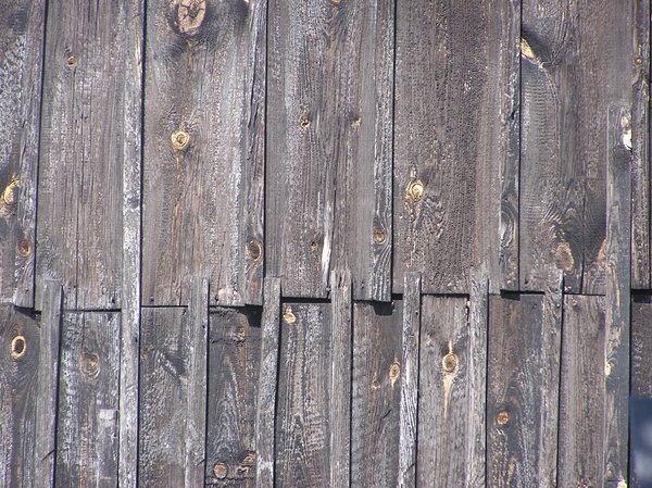 Wooden: Wooden wall / wooden floor.
