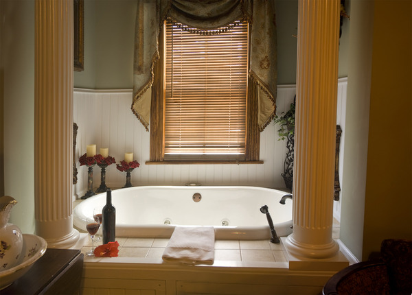 Romantic Bath: A more romantic bath tub