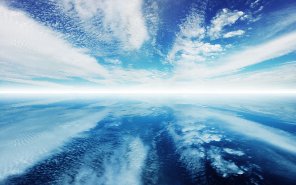Spectacular horizon: Clouds reflected in water to the horizon
