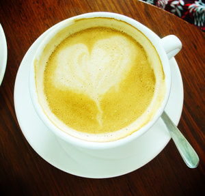 Coffee cup: Coffee cup with heart shape in the crema