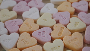 Sweet hearts: These little candies have a Dutch text. Love is worldwide.