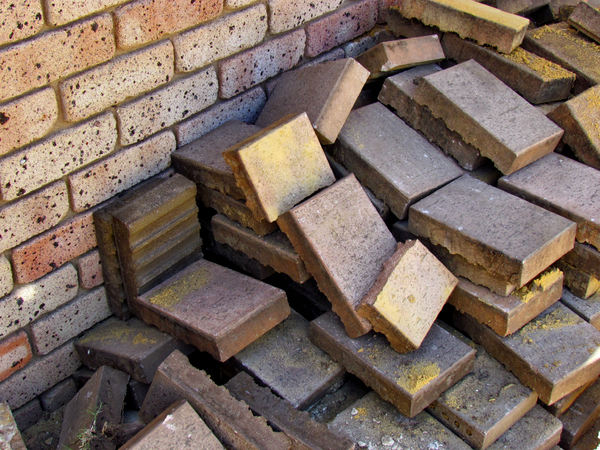 loose paving bricks3