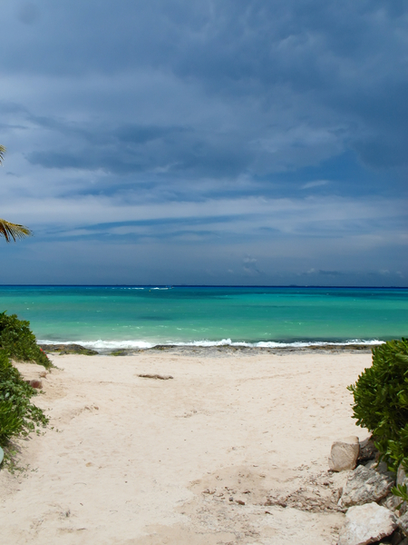Relax!: Seascape at Playa del Carmen, Quintana Roo, México. From here, you can see Cozumel Island. What a beautiful seashore!