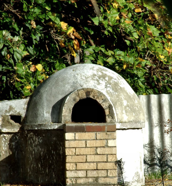old backyard pizza oven