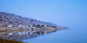 Dead Sea Shoreline: Hotels along the shore of the Dead Sea