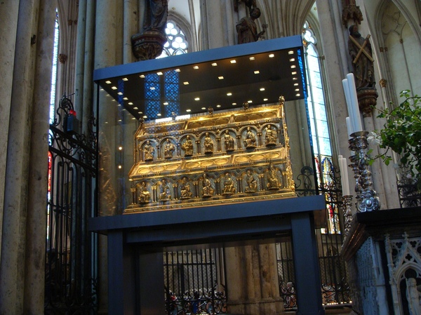Shrine of the Three Kings: The Shrine of the Three Kings in the St. Peter and Maria cathedral in Cologne.  It is believed to hold the remains of the 3 kings/wise men who have visited Jezus at his birth.