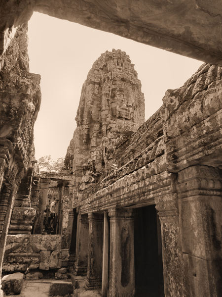 ancient angkor faces3