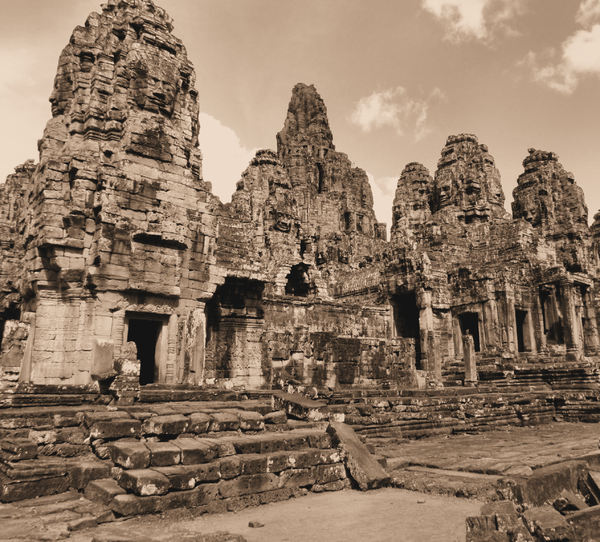 ancient angkor faces11