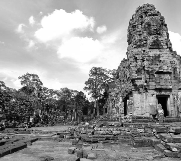 ancient angkor faces14