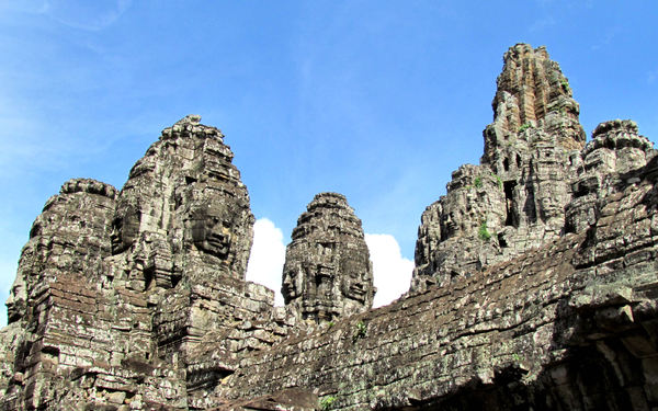 ancient angkor faces16