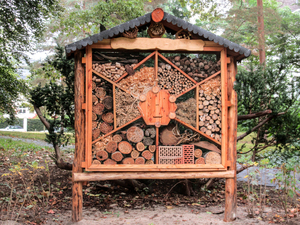 insect hotel / nesting aid