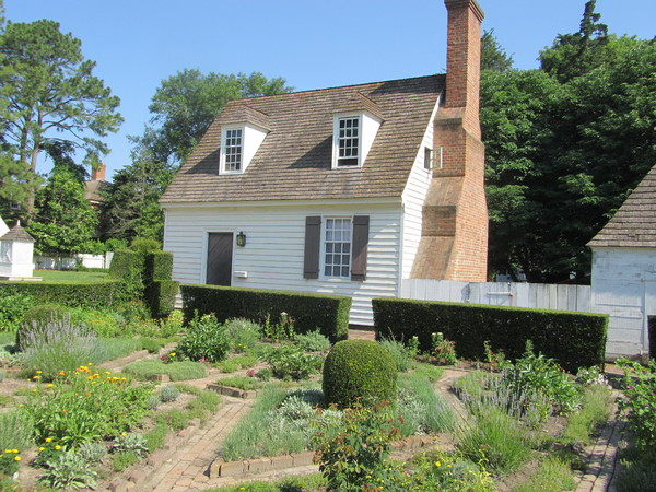Williamsburg Virginia house 1: stately cottage in Williamsburg