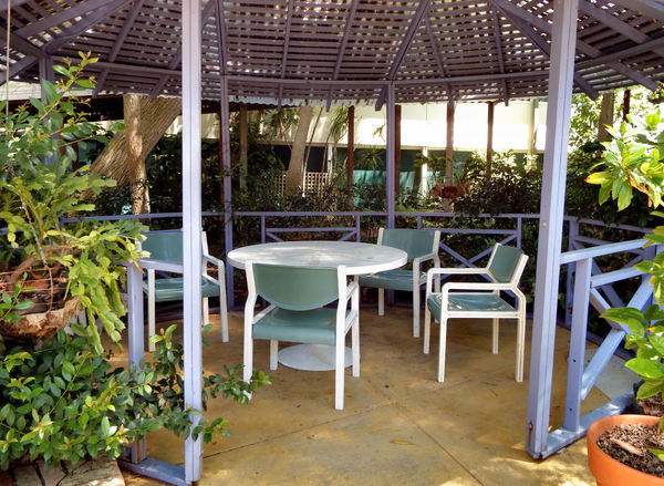 garden patio shelter1