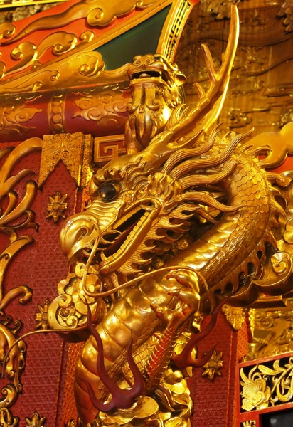 temple golden dragon: temple golden dragon