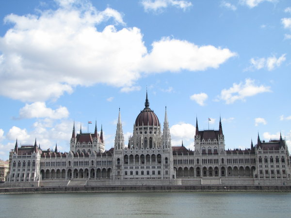 parliament: Hungarian parliament building