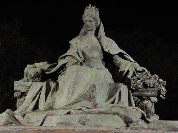 Erzsebet: Erzsebet Kiralyne - Queen Elisabeth - Hungary with the liberty statue in the background.