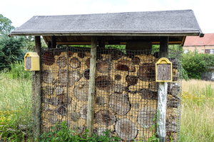 big insect hotel / nesting aid: big insect hotel / nesting aid