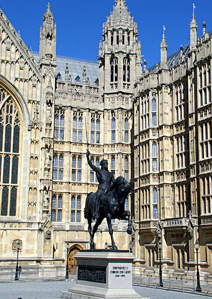 king richard 1: statue of richard the lion heart set against a backdrop of the houses of parliament london