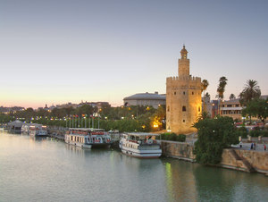 Torre del Oro 1: Tower of the Gold of Seville. The place where the gold coming from America to Spain in he XVI century was saved. In fact, at that time Seville was one of the bigger city of Europe.